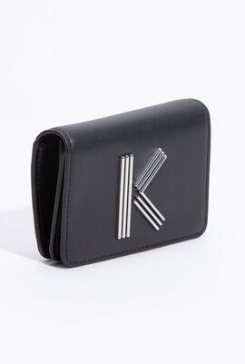 حافظة بطاقات جلد تحمل حرف K