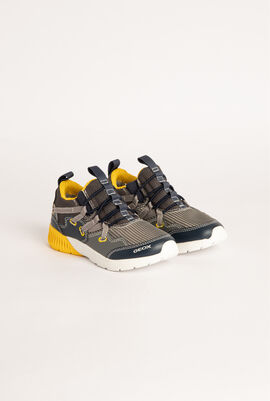 Sveth Slip-On Sneakers