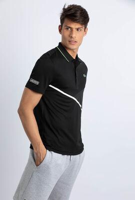قميص بولو لرياضة التنس بلمسة زخرفية تُضفيها خطوط بألوان متباينة
