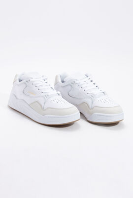 حذاء رياضي جلد Court Slam بتصميم مثقوب باللون الأبيض
