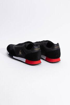 حذاء رياضي بدرجة لون Metallic Black من Delta